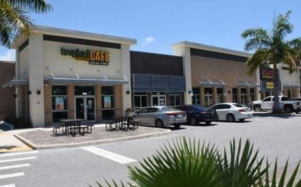 Oaks Plaza retail center in Sarasota, FL