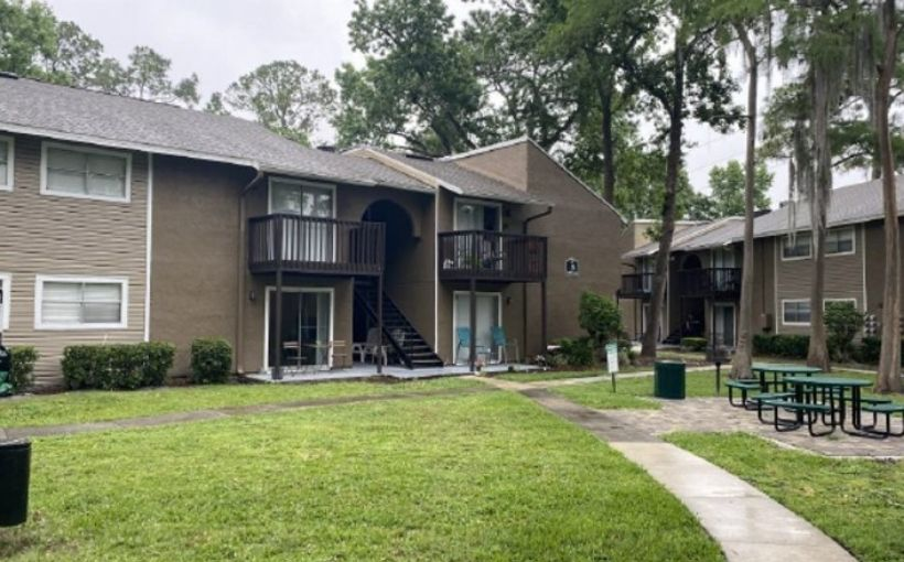 Pinebrook Apartments in Jacksonville, FL